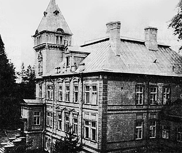 Эту дачу миллионер подарил женскому монастырю. В 1941-45 гг.здание было разрушено.