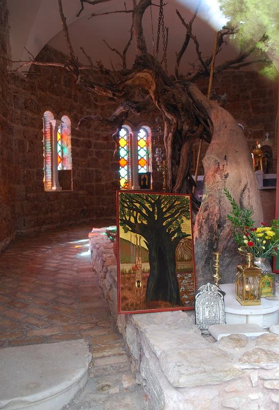 Моностырь Благовещения деревни Нео Макри - место мученической кончины святого Ефрема Нового