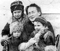 Сербия 1923 год. Елизавета Скобцова с детьми Юра, Настя, Гаяна