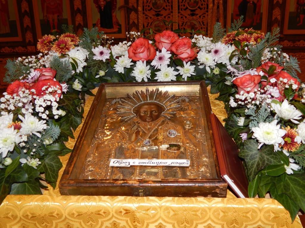 Икона с частицей мощей Святителя Николая Чудотворца