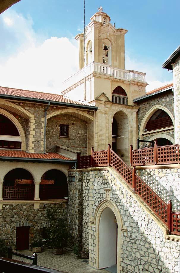 Колокольня конца 19 века. Нижний двор Киккского монастыря