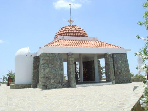 Место на вершине называется Θρόνος Παναγίας, т.е. Трон Пресвятой