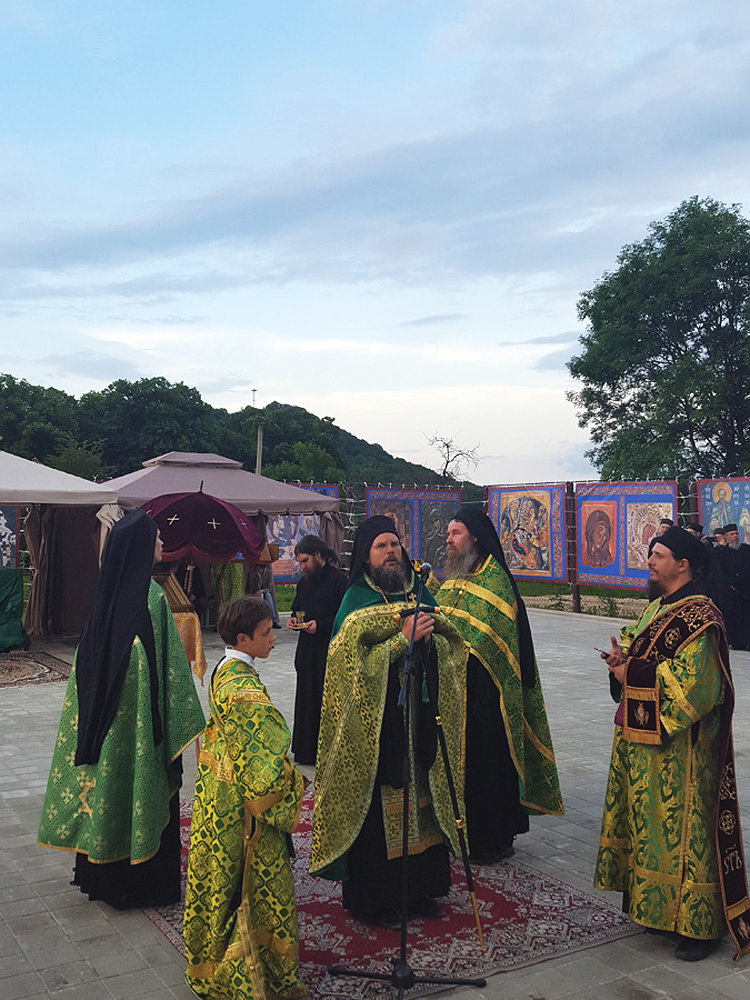 Богослужение на день Святой Троицы в монастыре