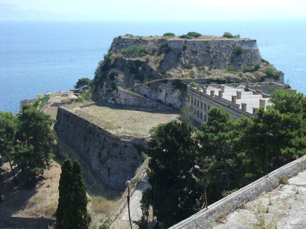 Вид места Старого замка с места Нового замка