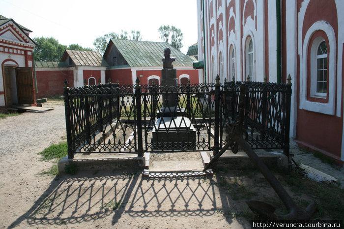 Могила Святого праведного воина Федора Ушакова
