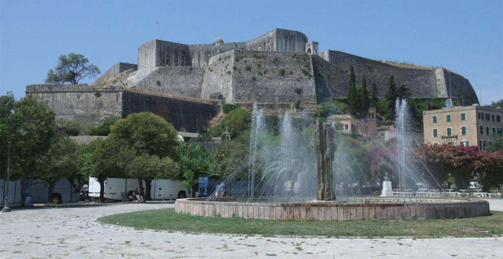 Новая крепость. Вид со стороны фонтана моря.Построена срочно венецианцами между 1570 и 1580 годами. Для получения материала разобрали около 2000 старых домов и церквей.