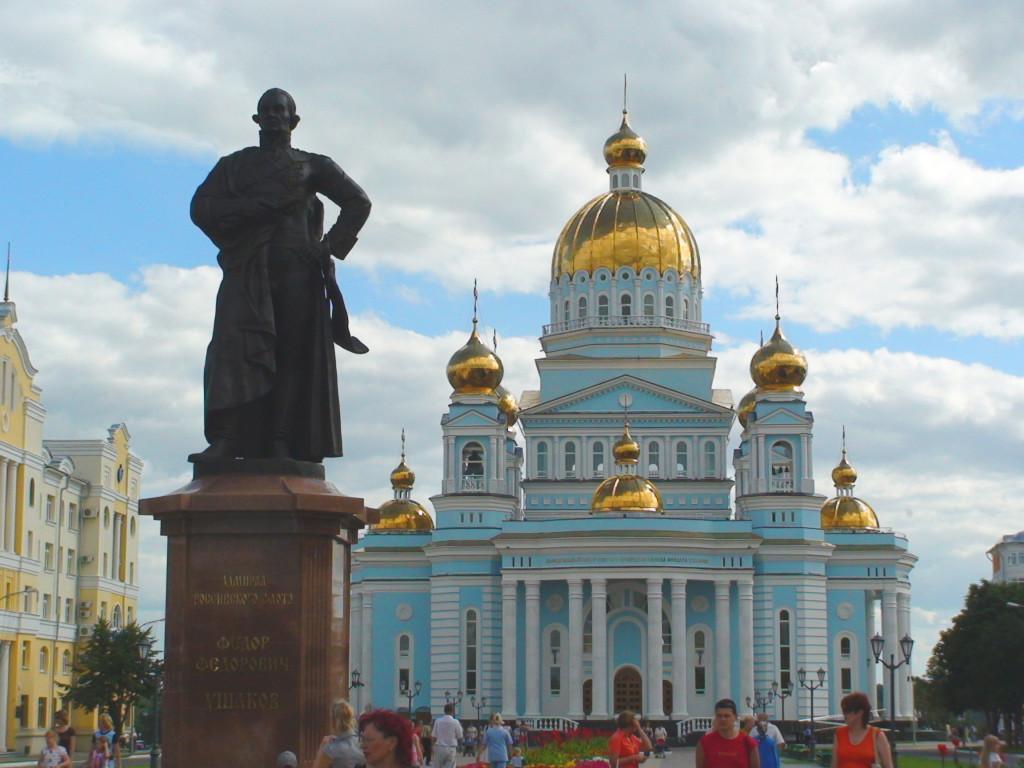 Памятник Ушакову в Саранске