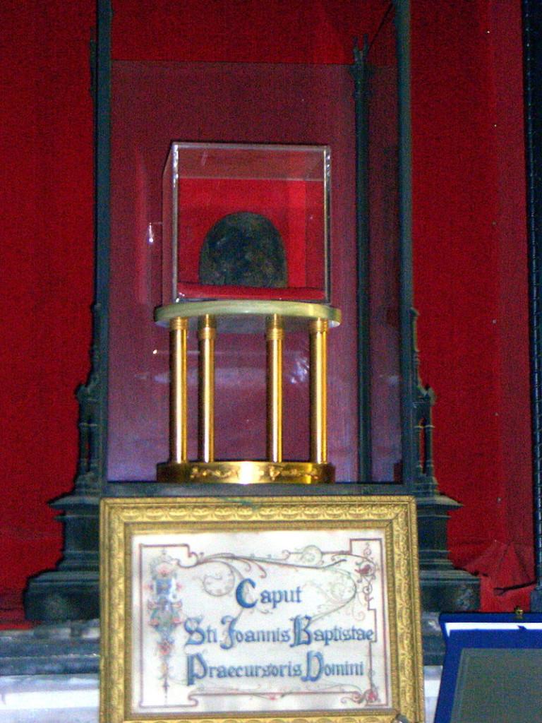 Глава святого Иоанна Крестителя в базилике Сан-Сильвестро-ин-Капите в Риме