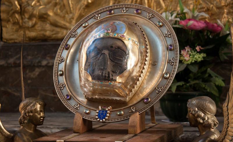 Передняя часть черепа святого Иоанна Крестителя в соборе Notre-Dame d'Amiens во Франции