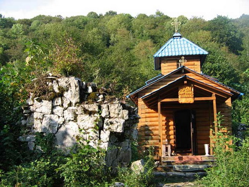Храм мученика Василиска Команского