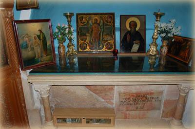 Гроб преп. Феодосия Великого в пещере трех волхвов