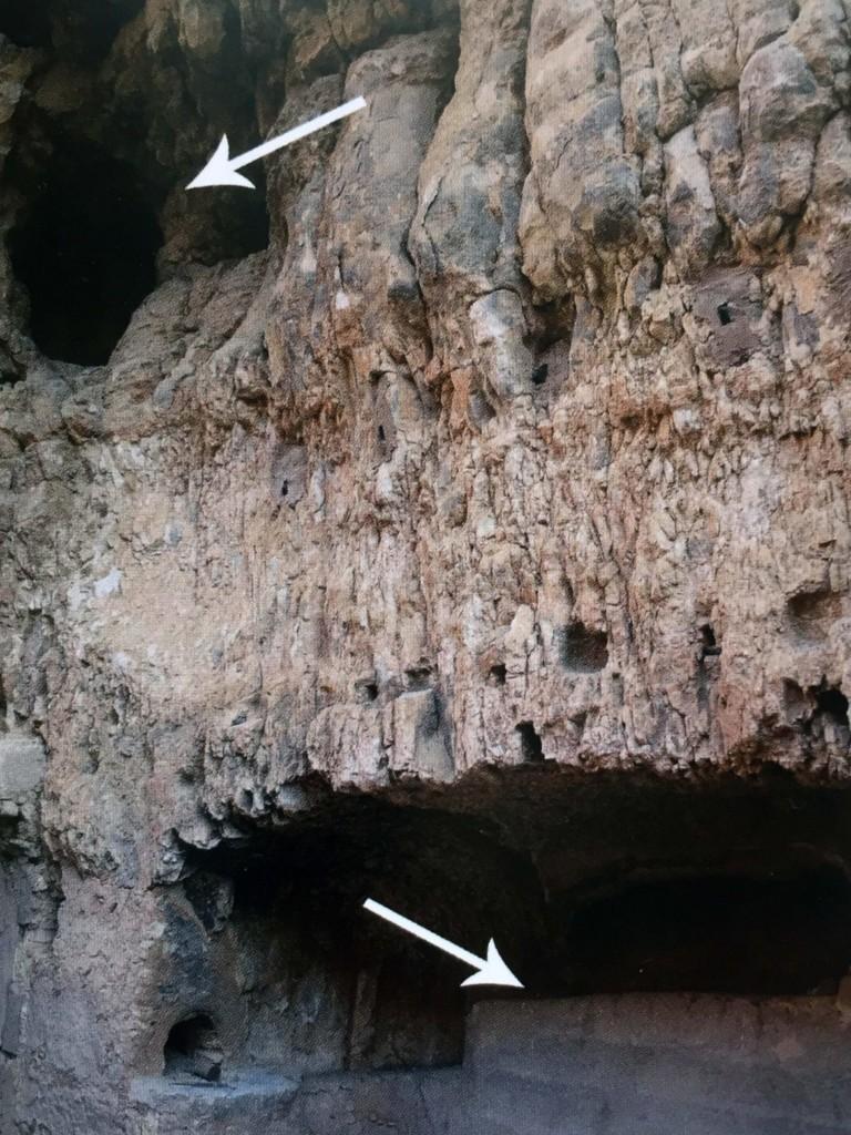 Пещера-аскетарий (сверху) и могила святого (внизу) (Житие, с. 69)