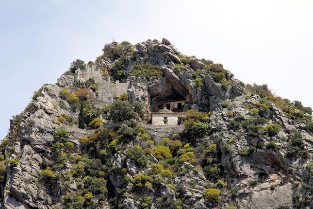 Пещера Преподобного Нила Мироточивого